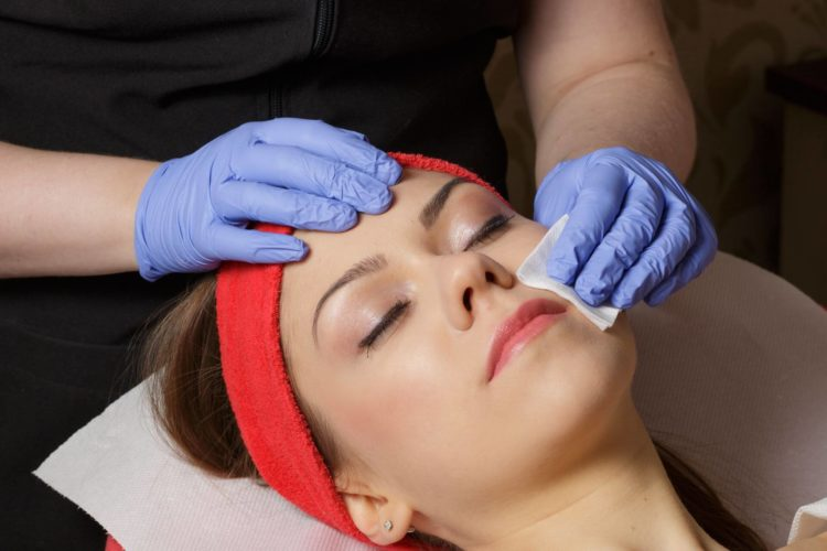medicina cosmetica ed estetica contorno occhi, naso, collo